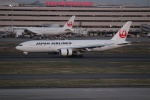 uhfxさんが、羽田空港で撮影した日本航空 777-246の航空フォト(写真)