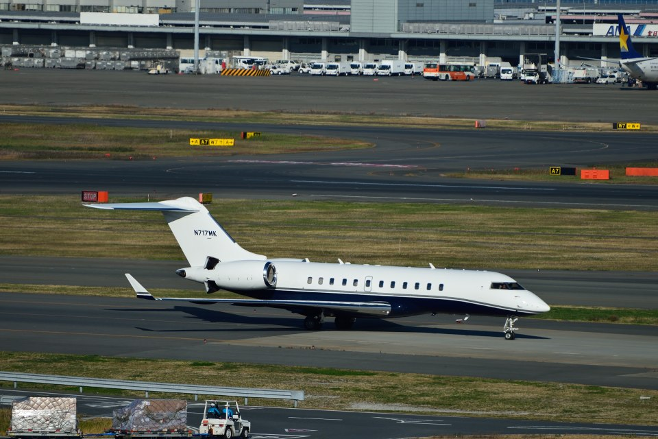 T.Sazenさんの-- Bombardier BD-700 Global Express/Global 5000 (n717mk) 航空フォト