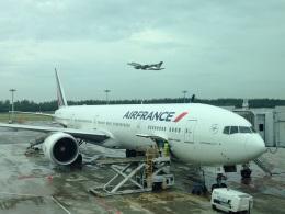 AIR JAPONさんが、シンガポール・チャンギ国際空港で撮影したエールフランス航空 777-328/ERの航空フォト(飛行機 写真・画像)