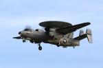 take_2014さんが、厚木飛行場で撮影したアメリカ海軍 E-2C Hawkeyeの航空フォト(飛行機 写真・画像)