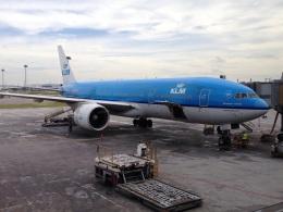AIR JAPONさんが、クアラルンプール国際空港で撮影したKLMオランダ航空 777-206/ERの航空フォト(飛行機 写真・画像)