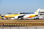 Eckkyさんが、成田国際空港で撮影したノックスクート 777-212/ERの航空フォト(写真)