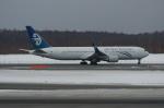 北の熊さんが、新千歳空港で撮影したニュージーランド航空 767-319/ERの航空フォト(写真)