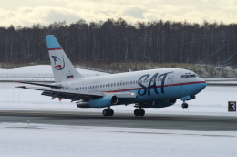 北の熊さんが、新千歳空港で撮影したサハリン航空 737-2J8/Advの航空フォト(飛行機 写真・画像)