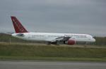 北の熊さんが、千歳基地で撮影したオムニエアインターナショナル 757-28Aの航空フォト(飛行機 写真・画像)