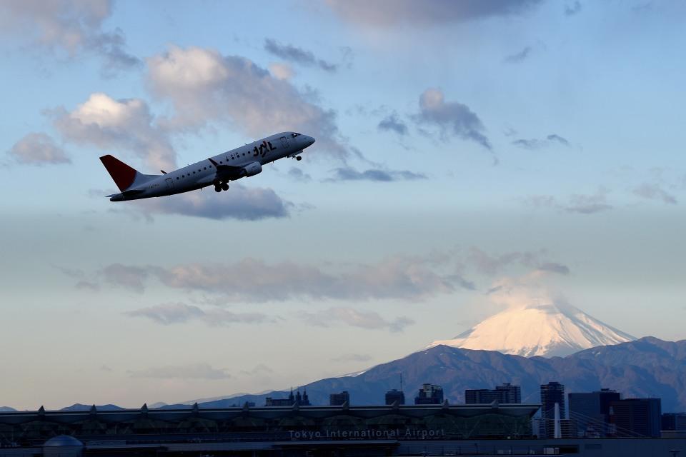 tsubasa0624さんのジェイ・エア Embraer ERJ-170 (JA215J) 航空フォト