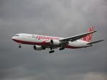 やまばとさんが、ロンドン・ヒースロー空港で撮影したフライグローブスパン 767-319/ERの航空フォト(写真)