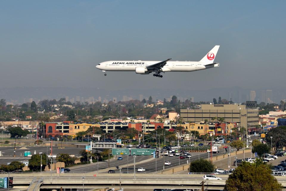 Cimarronさんの日本航空 Boeing 777-300 (JA738J) 航空フォト