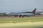北の熊さんが、千歳基地で撮影したオムニエアインターナショナル 767-328/ERの航空フォト(写真)