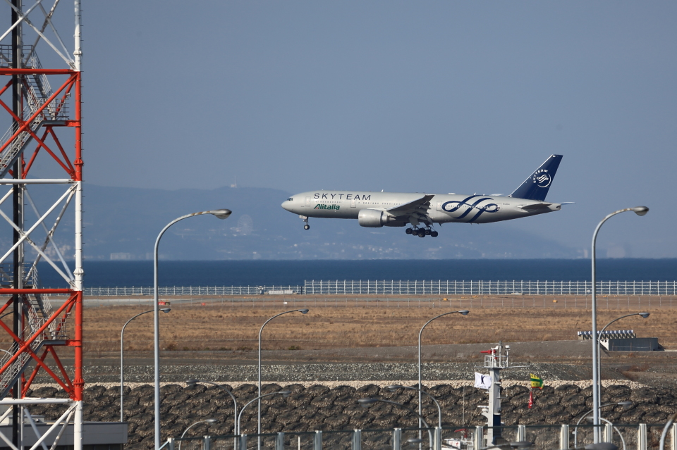 T.Sazenさんのアリタリア航空 Boeing 777-200 (EI-DDH) 航空フォト