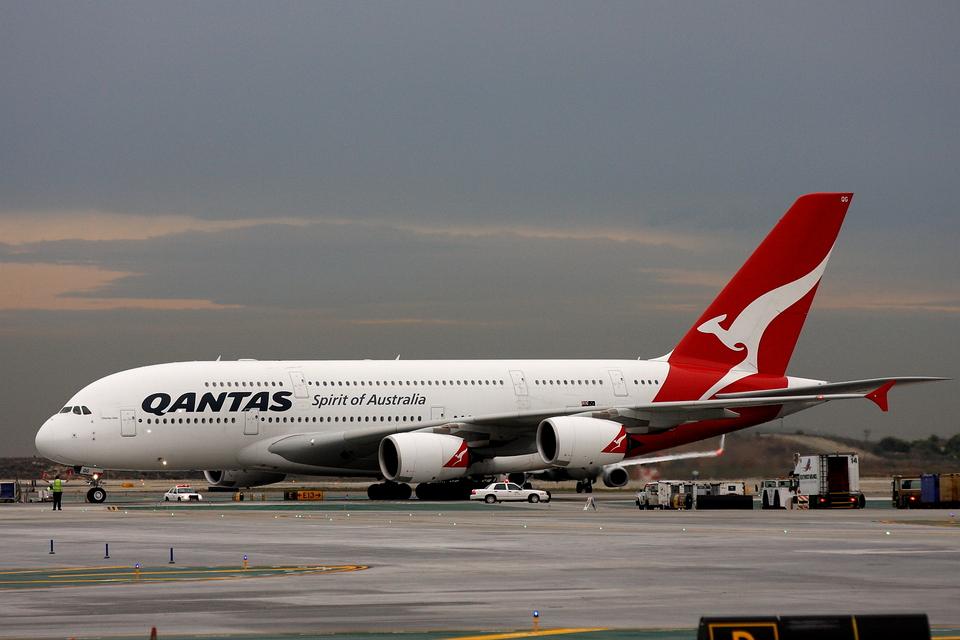 kinsanさんのカンタス航空 Airbus A380 (VH-OQG) 航空フォト