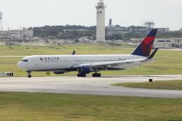 Koenig117さんが、嘉手納飛行場で撮影したデルタ航空 767-332/ERの航空フォト(写真)