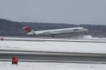 北の熊さんが、新千歳空港で撮影したJALエクスプレス MD-81 (DC-9-81)の航空フォト(飛行機 写真・画像)