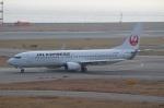 ハピネスさんが、関西国際空港で撮影した日本航空 737-846の航空フォト(飛行機 写真・画像)