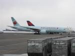 北の熊さんが、新千歳空港で撮影したエア・カナダ 777-233/LRの航空フォト(写真)