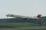 北の熊さんが、新千歳空港で撮影した日本航空 MD-90-30の航空フォト(写真)