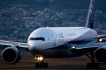 Kunikさんが、伊丹空港で撮影した全日空 777-281/ERの航空フォト(写真)