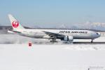 みなかもさんが、新千歳空港で撮影した日本航空 777-246の航空フォト(写真)
