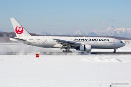 みなかもさんが、新千歳空港で撮影した日本航空 777-246の航空フォト(飛行機 写真・画像)