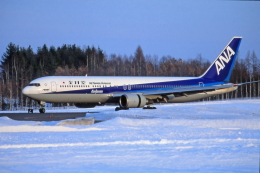 ATOMさんが、帯広空港で撮影した全日空 767-381/ERの航空フォト(飛行機 写真・画像)