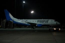 Ridleyさんが、ウィーン国際空港で撮影したピープルズ ERJ-170-100 (ERJ-170STD)の航空フォト(飛行機 写真・画像)