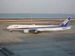 まっつーさんが、羽田空港で撮影した全日空 777-381の航空フォト(写真)