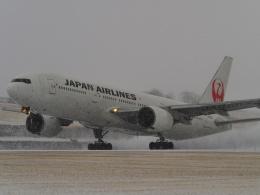 bobochanさんが、函館空港で撮影した日本航空 777-246の航空フォト(飛行機 写真・画像)