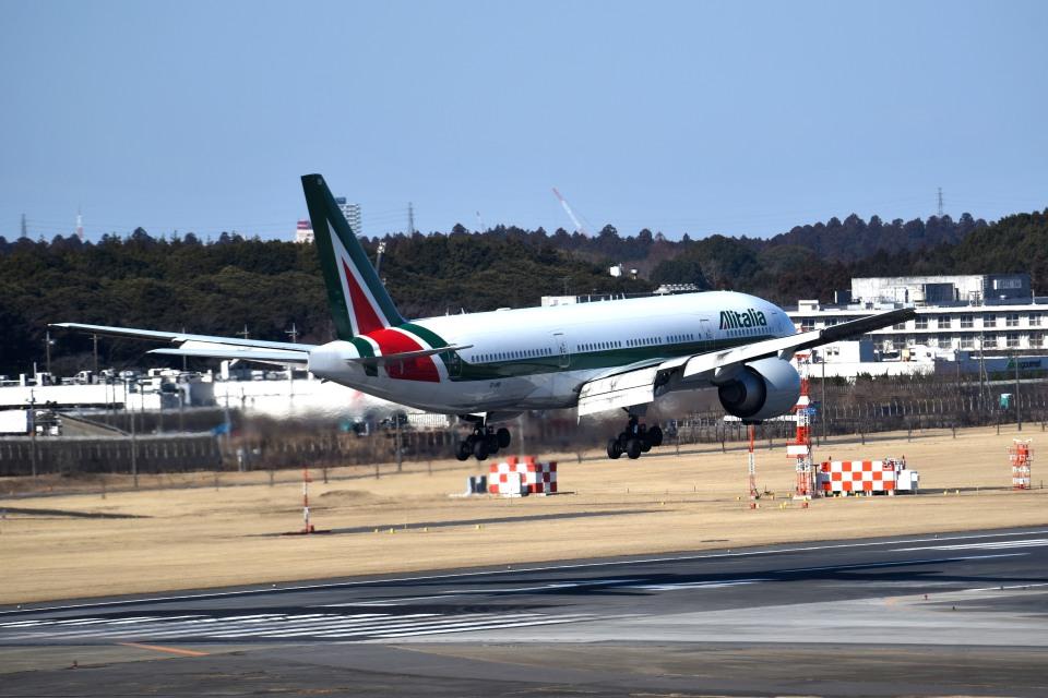 tsubasa0624さんのアリタリア航空 Boeing 777-200 (EI-ISB) 航空フォト