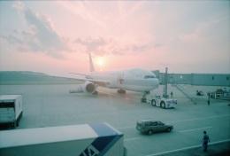 リョウさんが、長崎空港で撮影した日本航空 777-246の航空フォト(飛行機 写真・画像)