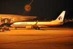 snow_shinさんが、シンガポール・チャンギ国際空港で撮影したマレーシア航空 737-8FHの航空フォト(飛行機 写真・画像)
