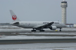 北の熊さんが、新千歳空港で撮影した日本航空 777-246の航空フォト(写真)