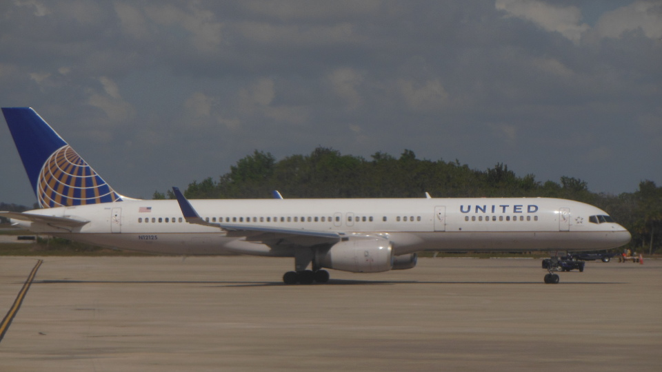 ゴンタさんのユナイテッド航空 Boeing 757-200 (N12125) 航空フォト