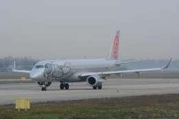 だいせんさんが、ミラノ・リナーテ国際空港で撮影したニキ航空 ERJ-190-100 LR (ERJ-190LR)の航空フォト(飛行機 写真・画像)