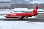 びーよんさんが、新千歳空港で撮影したオーロラ 737-2J8/Advの航空フォト(写真)