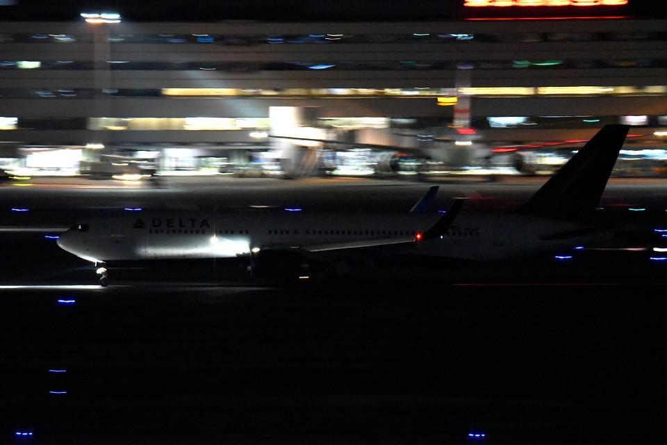 tsubasa0624さんのデルタ航空 Boeing 767-300 (N1612T) 航空フォト