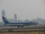 kasukabenannbaさんが、成田国際空港で撮影した全日空 767-381/ERの航空フォト(写真)