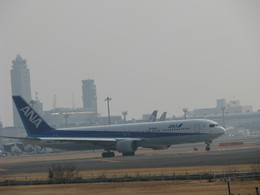 kasukabenannbaさんが、成田国際空港で撮影した全日空 767-381/ERの航空フォト(飛行機 写真・画像)