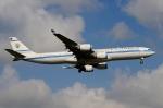 RUSSIANSKIさんが、シンガポール・チャンギ国際空港で撮影したクウェート政府 A340-542の航空フォト(飛行機 写真・画像)