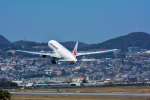 パンダさんが、伊丹空港で撮影した日本航空 777-246の航空フォト(写真)