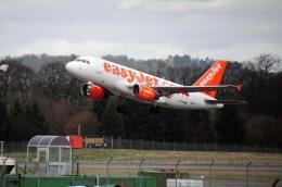 まいけるさんが、エディンバラ空港で撮影したイージージェット A319-111の航空フォト(飛行機 写真・画像)