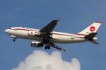RUSSIANSKIさんが、シンガポール・チャンギ国際空港で撮影したビーマン・バングラデシュ航空 A310-325/ETの航空フォト(飛行機 写真・画像)