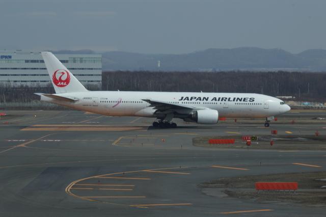Q400さんが、新千歳空港で撮影した日本航空 777-246の航空フォト(飛行機 写真・画像)