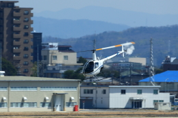T.Sazenさんが、名古屋飛行場で撮影した日本個人所有 R22 Beta IIの航空フォト(飛行機 写真・画像)