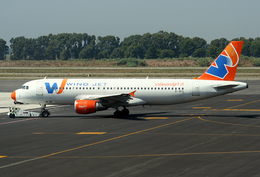 VQ-BELさんが、レオナルド・ダ・ヴィンチ国際空港で撮影したウインド・ジェット A320-211の航空フォト(飛行機 写真・画像)