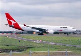 航空フォト:VH-EBA カンタス航空 A330-200