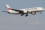 珈琲牛乳さんが、新千歳空港で撮影した日本航空 777-246の航空フォト(写真)