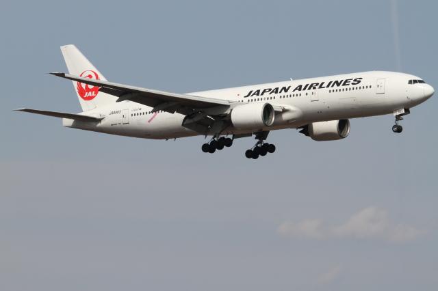珈琲牛乳さんが、新千歳空港で撮影した日本航空 777-246の航空フォト(飛行機 写真・画像)