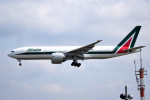 tsubasa0624さんが、成田国際空港で撮影したアリタリア航空 777-243/ERの航空フォト(飛行機 写真・画像)