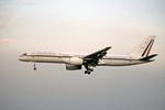 Gambardierさんが、伊丹空港で撮影したメキシコ空軍 757-225の航空フォト(飛行機 写真・画像)