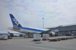 snow_shinさんが、香港国際空港で撮影した全日空 777-281/ERの航空フォト(飛行機 写真・画像)